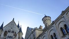 Schloß Neuschwanstein (leloops.berlin) Tags: bavaria bayern deutschland german germany europe earth castle schloss neuschwanstein sky blue airplane flugzeug