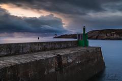 Kermorvan vue de la digue de sainte Barbe (clos du pontic) Tags: leconquet port digue phare kermorvan eau mer iroise pêche môle nuages longue pose