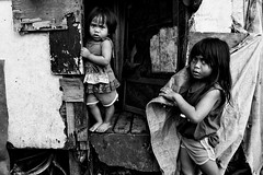 Baseco Girls - Baseco, Manila, Philippines (LA Street Moments) Tags: manila philippines poverty poor children bnw leica leicaq bw street streetphotography rawphotography