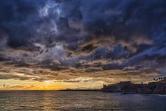 ...y Dios hizo la luz. (angelrm) Tags: melilla españa spain amanecer sunrise nubes