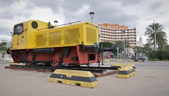 Old rail engine in the port opf Almeria (roomman) Tags: 2018 spain coast med mediterranean almeria city town port transport transportation rail rails railway shunter deutz 1960s 1960 yellow engine lok locomotive monument old vintage history 2 no2 number number2 n2 9528 plate built köln cologne rangierlok rangierdiesel 1930