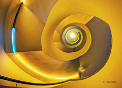 yellow stairs (petra.foto busy busy busy) Tags: fotopetra stairs treppe architektur