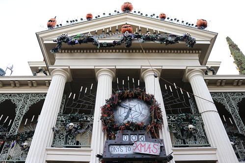 "Haunted Mansion Holiday • <a style=""font-size:0.8em;"" href=""http://www.flickr.com/photos/28558260@N04/31103419367/"" target=""_blank"">View on Flickr</a>"