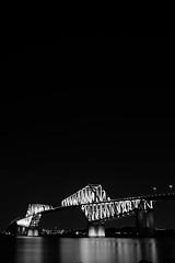 L1100987 (Zengame) Tags: leica leicasl leicasltyp601 sl summilux summiluxsl50mmf14asph wakasukaihinpark architecture bridge illuminated illumination japan landmark tokyo tokyobay tokyogatebridge typ601 waksu ゲートブリッジ ズミルックス ズミルックスsl ライカ 日本 東京 東京ゲートブリッジ 東京湾 橋 若洲 若洲海浜公園 東京都 jp