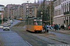 Europa, Deutschland, Thüringen, Nordhausen, Bahnhofstraße/Rautenstraße (damals Karl-Marx-Straße) (Bernhard Kußmagk) Tags: europe europa nordhausen schmalspur meterspur thüringen metregauge 1000mm gelenkwagen strasenbahn tram tramway streetcar trolley tramm tranvía villamos tramvia sporvogn tramvaj spårvagn trikk tramvai tranvia bonde elétrico tramvay raitioliikenne sporvei spårväg трамвай τραμ 路面電車 노면전차 有軌電車 电车 kusmagk kussmagk bernhardkusmagk bernhardkussmagk deutschland germany allemagne tyskland alemania germania duitsland alemanha almanya niemcy saksa saksamaa nemecko jerman γερμανία németország njemačka ドイツ 독일 германия 德国 німеччина 德國 stadtwerkenordhausen gothagelenkwagen karlmarxstrase bahnhofstrase schwebendesmittelteil ddr gdr