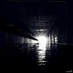 Sous la déviation passe la rivière. (Un jour en France) Tags: black blancetnoirfrance blancetnoir pont monochrome canonef1635mmf28liiusm canoneos6dmarkii lumière ombre eau rivière