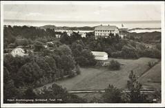 Postkort fra Agder (Avtrykket) Tags: bolighus hotell hus postkort skjærgård skog vei grimstad austagder norway nor