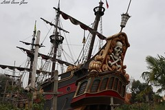 Pirates Boat (Little Queen Gaou) Tags: girl fille photographie photography selfie inspiration pirates carribean caraïbes movies attractions games décors scene parc disneyland paris france indiana jones castle château princesse princess princesses dream rêve beautiful gorgeous superbe somptueux manoir hanté haunted manor cendrillon cinderella paysage landscape mickey headdress serretête jessi buzz woody toy story monstre academy films dessins animés ratatouille architecture colorful coloré travel voyage découverte discovery