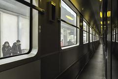 Train pour Dijon (pimoulin) Tags: train femme homme voyage attente couloir lumière