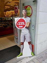 Lisbon 2018 – Ronaldo -23% (Michiel2005) Tags: ronaldo christianoronaldo ad advertisement cutout voetballer footballer winkel shop portugal lisbon lisboa lissabon