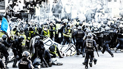 Battlefield... (JM@MC) Tags: marseille france protest demonstration giletsjaunes streetphotography reportage