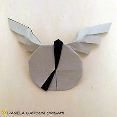 """""""Il tempo vola!""""  Piegato con carta da origami, lato15 cm.  Modello creato per una sfida fra amici del gruppo """"Big origami joust"""": """"Is it a bird? Is it a plane? NO! It's...""""  Pensando all'idea del volo e avendo a che fare ogni giorno con scadenze sfidanti (Nocciola_) Tags:"""