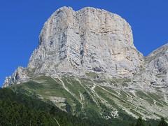 Gros plan sur Grande Sœur Agathe ! (ViveLaMontagne67) Tags: france alpes alpen alps vercors coldelarzelier agathe rocher falaises ensoleillé ciel bleu cielbleu bluesky blue sky sunny cliffs mountain landscape paysage montagne 250v10f