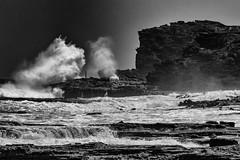 Blowhole Halona, Oahu, Hawaii (MiguelVP) Tags: blowhole halona bw blackandwhite hawaii oahu ocean rocks waves