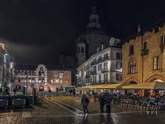 Notturno a Piazza Grande (giorgiorodano46) Tags: novembre2018 november 2018 giorgiorodano pavia italy notte night piazza square iphone piazzadellavittoria piazzagrande