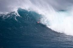 AlbeeLayerbarrel4JawsChallenge1Lynton (Aaron Lynton) Tags: jaws peahi xxl wsl bigwave bigwaves bigwavesurfing surf surfing maui hawaii canon lyntonproductions lynton kailenny albeelayer shanedorian trevorcarlson trevorsvencarlson tylerlarronde challenge jawschallenge peahichallenge ocean