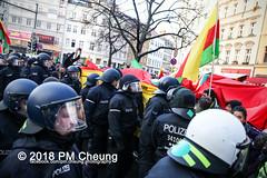 Demonstration: Der Wunsch nach Freiheit lässt sich nicht verbieten! – 01.12.2018 – Berlin - IMG_0130 (PM Cheung) Tags: 25jahrepkkverbot ypg kurden polizei polizeigesetze berlin derwunschnachfreiheitlässtsichnichtverbieten derwunschnachfreiheitlässtsichnichtverbietengemeinsamgegenpolizeigesetze pkkverbotundnationalismus bundesweitedemonstration interventionistischelinke kurdistan rojava türkei 01122018 demonstration demo pag polizeiaufgabengesetz kurdendemonstration pmcheung protest repression überwachung bundesinnenministerhorstseehofer kundgebung 2018 protestfotografie pomengcheung mengcheungpo auftaktkundgebung wwwpmcheungcom aufhebungpkkverbot afd facebookcompmcheungphotography polizeistaat arbeiterparteikurdistans protestveranstaltung rotehilfeev partiyakarkerênkurdistanê ernk bundesinnenministerrudolfseiters auseinandersetzungen rangeleien diepkkgehörtzudeutschland serihilde