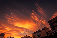 Beautiful sunset (Wal Wsg) Tags: sunset atardece atardecer atardecerenlaciudad atardeceres sun sunlight sunrise sunrays ocaso nubes clouds cielo cieloargentino heaven sky argentina buenosaires caba capitalfederal ciudaddebuenosaires villacrespo canoneosrebelt6i canon phwalwsg photography photo foto fotografia fotocallejera dia day