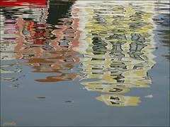 Avoir la tête à l'envers ! (Armelle85) Tags: extérieur nature eau canal reflet couleurs maisons aveiro portugal