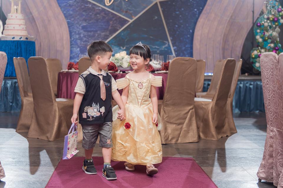 台南東東宴會式場 婚宴 走在幸福的紅毯上 R & B 092