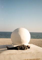 nikita kadan. offside2018. odesa. (Yaroslav F.) Tags: nikita kadan odesa sea beach sand yaroslav futymskyi 35mm kodak color 200 yashica t5 compact camera sky shadow sunny day