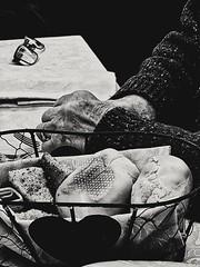 2018-12-27_11-15-44 (Wendy_IT) Tags: mani pane occhiali cuore anziano anziana old heart composition blackandwhite biancoenero