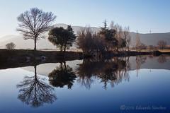 Reflejos al atardecer (Edu.San.) Tags: agua reflejos guadarrama cruz valle caidos atardecer contraluz