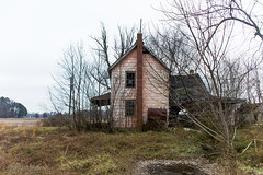 Abandoned house, Maryland Eastern Shore. Side of house (adamkmyers) Tags: abandonedhouse abandoned easternshore easternshoremaryland delmarva oncewashome