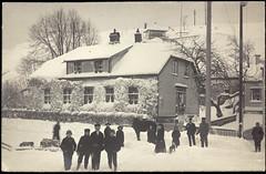 Postkort fra Agder (Avtrykket) Tags: barn bolighus folkemengde hus postkort snø vinter grimstad austagder norway nor