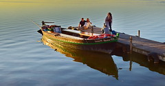 Photo shooting session (gerard eder) Tags: world travel reise viajes valencia europa europe españa spain spanien landscape landschaft lake lago lagodelaalbufera boats boote barcas paisajes panorama people peopleoftheworld wasser water outdoor albufera albuferalake reflections spiegelung pier