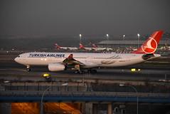 TC-JNM (Ian Macadam) Tags: lemd madrid barajas adolfo tcjnm airbus a330 turkish airlines suárez 05012019