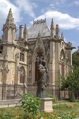 Notre-Dame Jean-Paul Statue (Jason Bradley Douglas) Tags: europe france paris cathedral