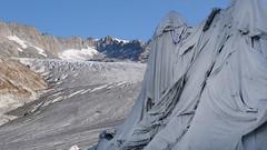 Rhone Gletscher / Alpen (Luftbild Bochum) Tags: hone gletscher alpen obergoms schweiz bergwelt alpenpanorama natur see eisgrotte eishöhle sehenswürdigkeit himmel wasser kliff berg landschaft bucht abhang personen felsen meer strand