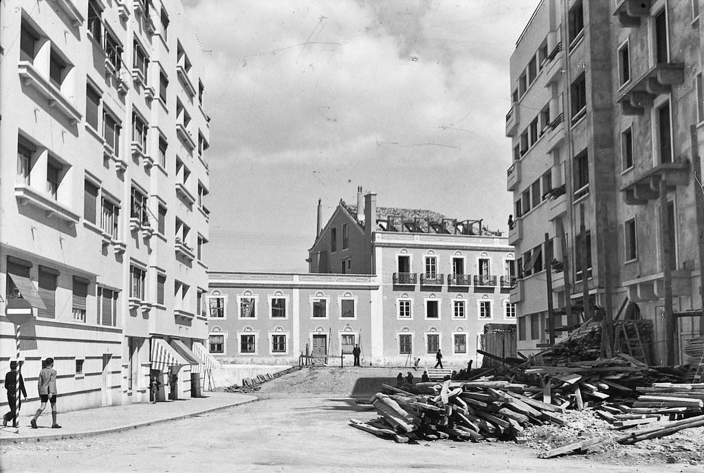 Colégio Normal de Lisboa, antigo Palácio Camarido, Av. da Praia da Vitória, 1945. Roiz, in Arquivo Fotográfico da C.M.L.