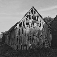 It's easy to fix... #bnw #bnw_life #bnwphotography #bnwmood #bnw_planet #latepost #village #old #abandoned #wood #building #architecture #architecturelovers #architecturephotography #poland #instapoland #instagood #instadaily (Cichy) Tags: ifttt instagram