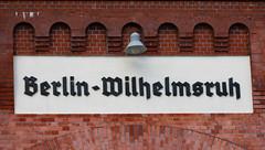 ich habe noch einen Koffer in.... (wpt1967) Tags: bahnhof berlin canon1100d canon50mm sbahn wilhelmsruh station wpt1967