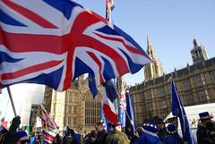 GB and EU Flags (ChiralJon) Tags: brexit london westminster kingdom united europe eu gb european union demonstrators protest protestors photography news politics jack londen londres londra londyn лондон 西敏寺 вестминстер ロンドン новости 新闻 nieuws wiadomości nouvelles noticias unión europea européenne