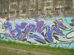 323 (en-ri) Tags: burn gelo click crew giallo lilla nero arrow parco dora torino wall muro graffiti writing