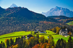 Ettenberg, Berchtesgaden region, Bavaria (echumachenco) Tags: hamlet house building church pilgrimagechurch wallfahrtskirche ettenberg marktschellenberg berchtesgadenerland berchtesgadeneralpen alps outdoor landscape fall autumn autumncolors serene tree forest grass mountain mountainside hill hillside road peak hochkalter watzmann bavaria bayern germany deutschland nikond3100 sky field