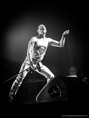 Gary Mullen & The Works - One Night Of Queen_Olympia_10 janvier 2019 (10) (www.quentinprod-photos.com) Tags: freddymercury garymullen theworks onenightofqueen queen tribute band music live livemusic concert paris olympia stage gig blackwhite singer artist rock bohemianrhapsody people