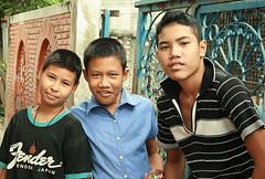 boys (the foreign photographer - ฝรั่งถ่) Tags: three boys children khlong thanon portraits bangkhen bangkok thailand canon