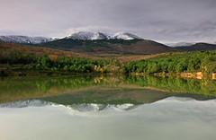 Reflejos del Moncayo (pascual 53) Tags: aragon lituenigo balsa invierno canon moncayo eos5ds 1635mm nubes cielo calma colores reflejos