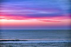 Avant que la lumière ne s'éteigne (Ciceruacchio) Tags: lumière light luce ciel sky cielo sunset tramonto coucherdesoleil ocean oceano sea mare mer atlanticcoast costaatlantica côteatlantique france francia frankreich nikond750 groupenuagesetciel