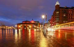 Hochwasser am Fischmarkt (die_Nicky79) Tags: hochwasser flut gezeiten hamburg langzeitbelichtung nachtfotografie fischmarkt altona groseelbstrase blauestunde