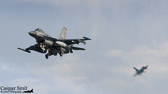 F I N A L S (Caspar Smit) Tags: f16 falcon viper fightingfalcon leeuwarden ehlw rnlaf frisianflag aircraft fighter jet aviation airplane airforce nikon d7000 j516 j009