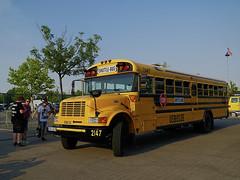 US-amerikanischer Schulbus IC CE (ingrid eulenfan) Tags: americanrevolutionnovaeventis2018 schulbus usamerikanischerschulbus fahrzeug icce usa shuttlebus 18105mm sonyalpha6000 sony schoolbus