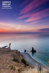 El fin de la noche (Andres Breijo http://andresbreijo.com) Tags: amanecer sunrise costa acantilado coast torre tower playa beach nubes cielo sky magic