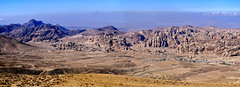 The Road to Petra - Jordan. (hanna_astephan) Tags: jordan jordania jordanien landscape petra desert mountains roads albaidah