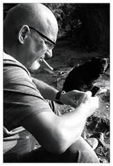 analog - Olympus Trip 35 - Ilford HP5 (tom-schulz) Tags: olympustrip35 ilfordhp5 monochrom bw sw film 35mm analog rahmen frame berlin thomasschulz see person hund