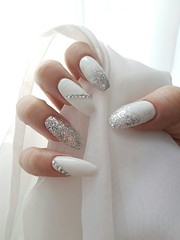HOT Fullcover Glittery Diamond Nails in White for Holiday 2018